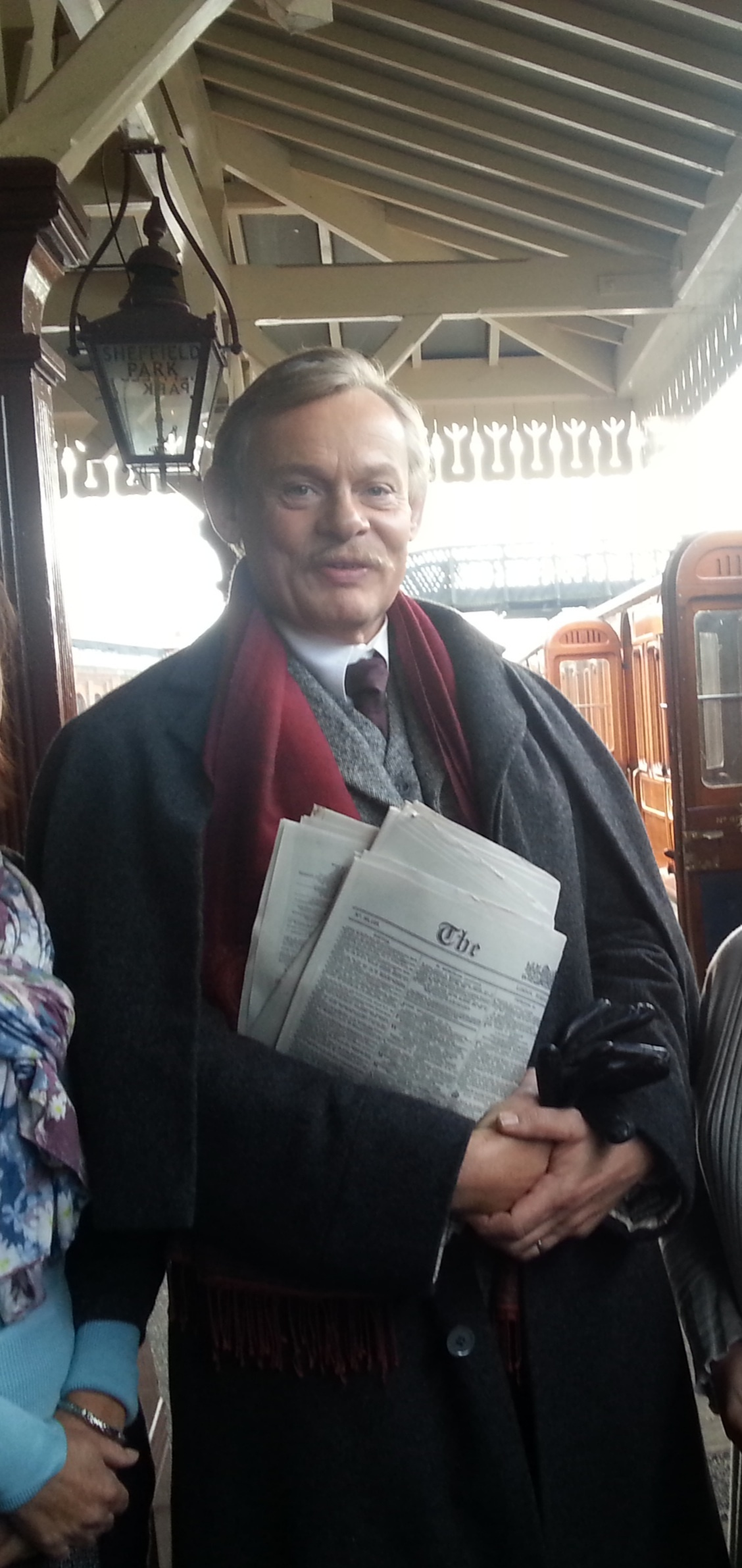 martin_clunes_at_bluebell_railway_is_2014_27july2020_2382