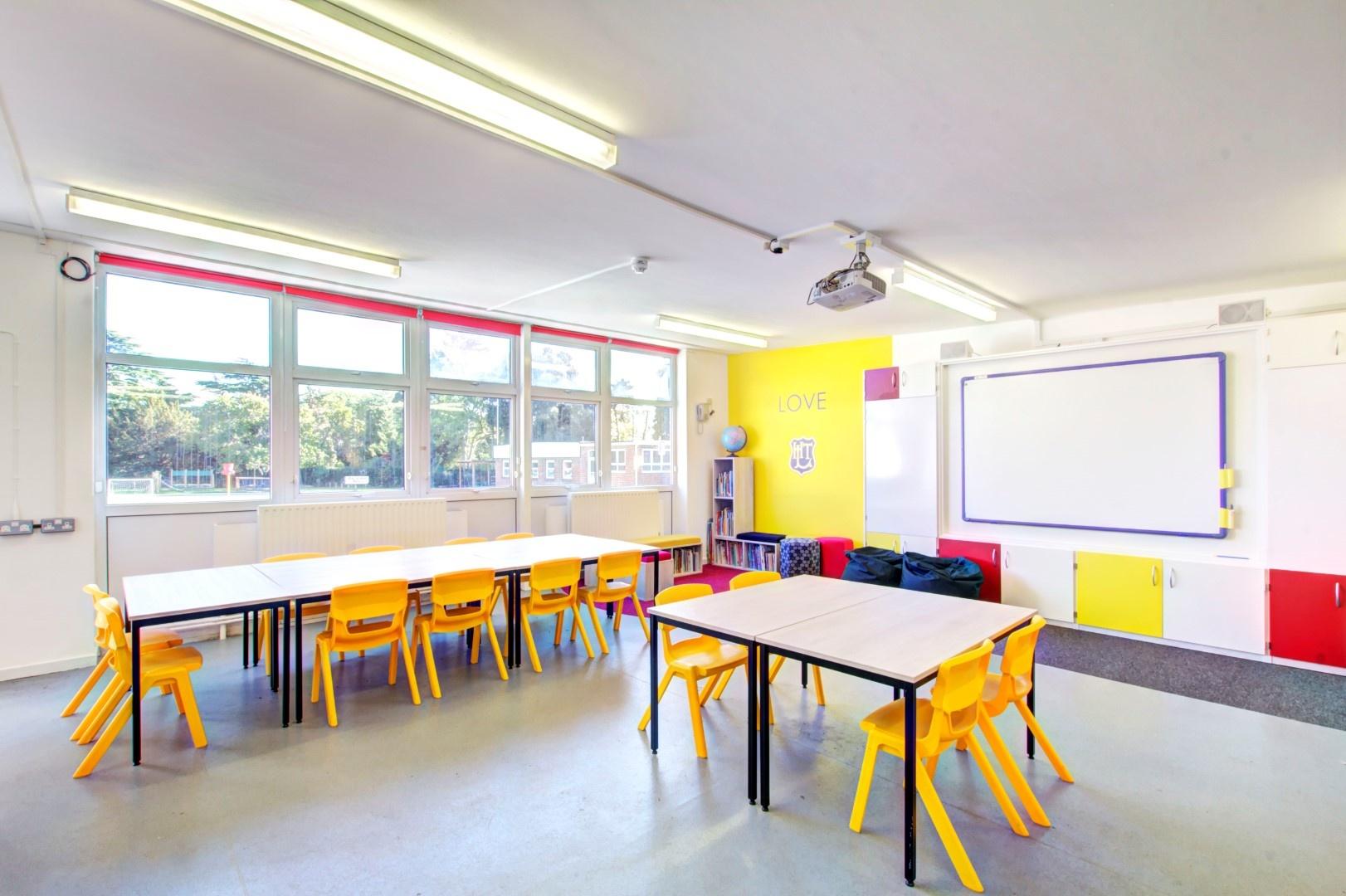 schoolspacedesignwithyellowchairsandwhiteboard_1622